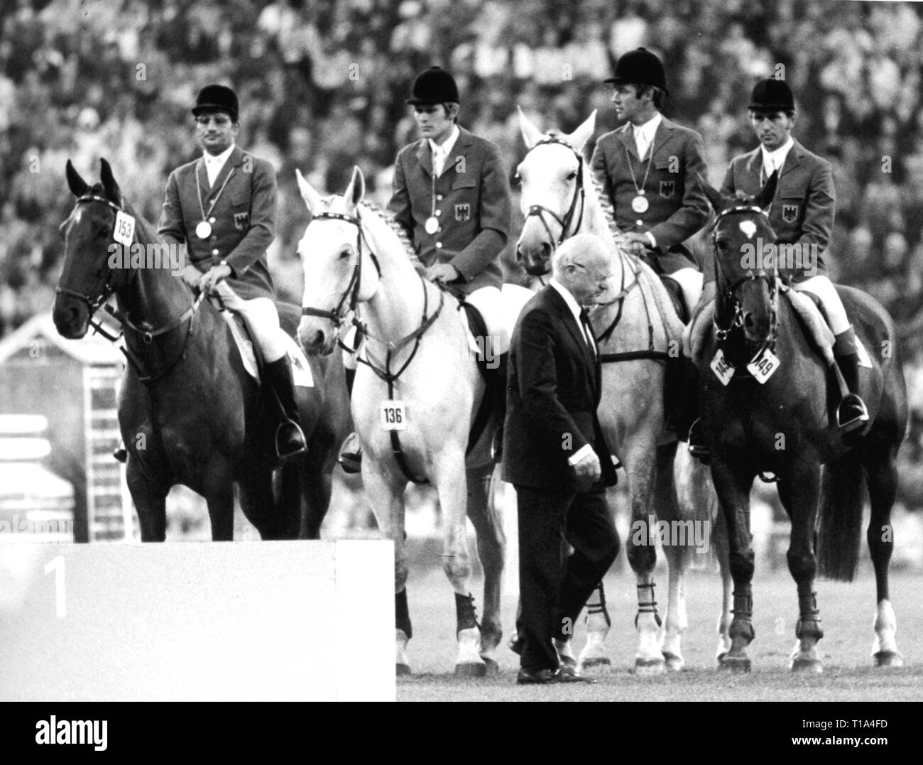 sports, Olympic Games, 1972 Munich, presentation ceremony for the jump jockey team competition, gold medalist Germany, fltr: Hans Guenter Winkler on 'Trophy', Gerd Wiltfang on 'Askan', Fritz Ligges on 'Robin', Hartwig Steenken on 'Simona', in foreground Avery Brundage, riding arena Riem, Munich, 11.9.1972, Additional-Rights-Clearance-Info-Not-Available - Stock Image