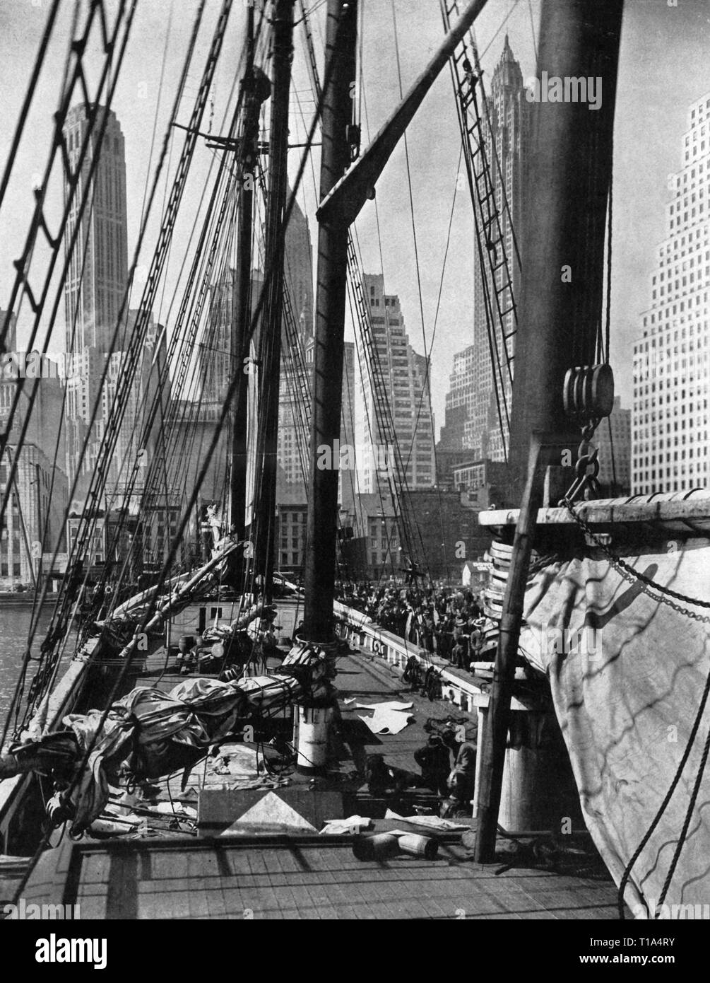 geography / travel, USA,New York, harbour, four-master mooring, Lower Manhattan, from: 'Life Magazine', New York, January 1938, Additional-Rights-Clearance-Info-Not-Available - Stock Image