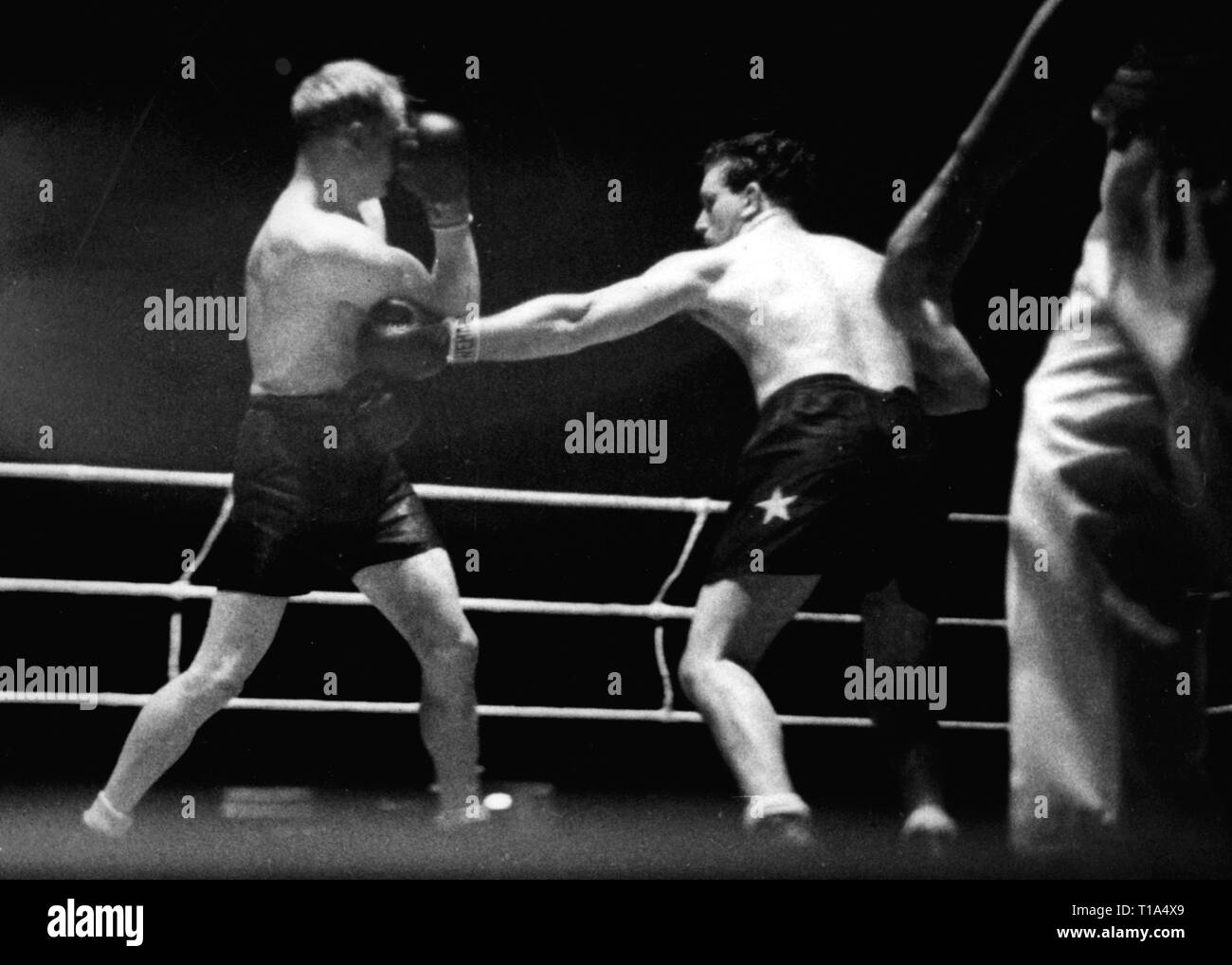 sports, boxing, boxing match Gustave Roth (Belgium) against Jupp Besselmann (Germany), Roth lands a hit, Sportpalast, Berlin, 31.1.1938, Additional-Rights-Clearance-Info-Not-Available - Stock Image