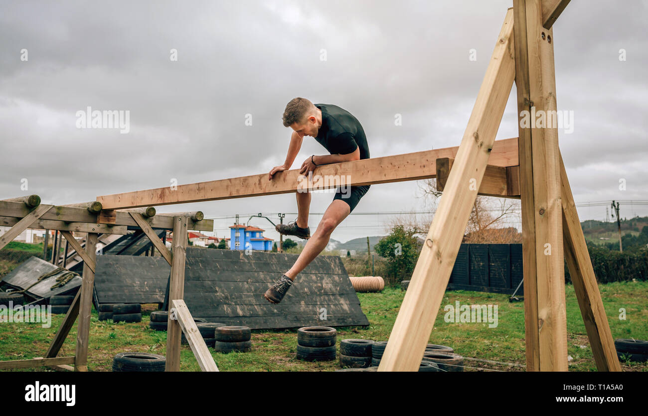 Participant in a obstacle course doing irish table - Stock Image