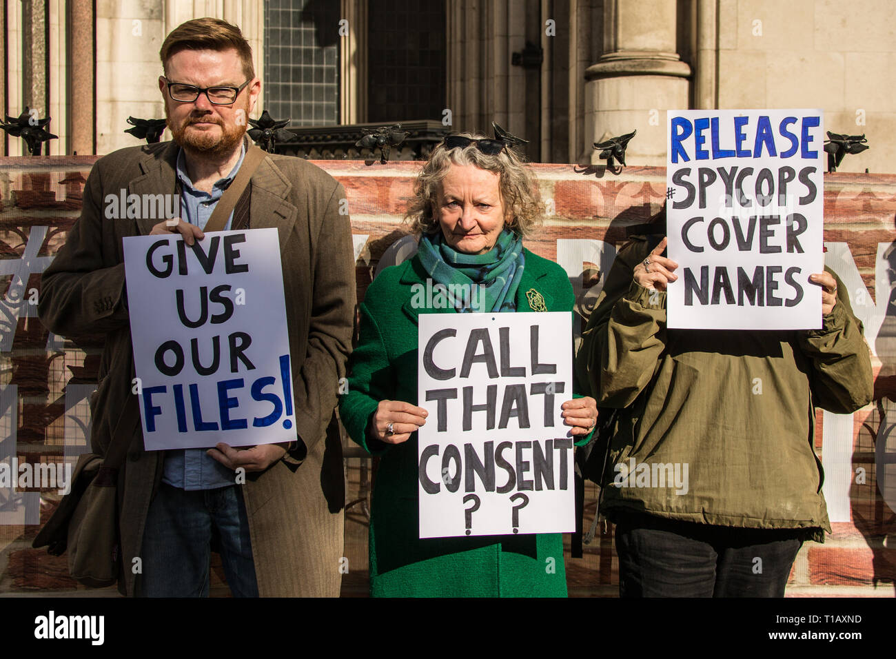 London, UK. 25 March London, 2019. Baroness Jenny Jones former Green Party London Assembly member with victims of spy cops demanding  to see there own files as proceedings get underway again at the Royal Courts of Justice for the inquiry into Britain's undercover policing. David Rowe/ Alamy Live News. - Stock Image