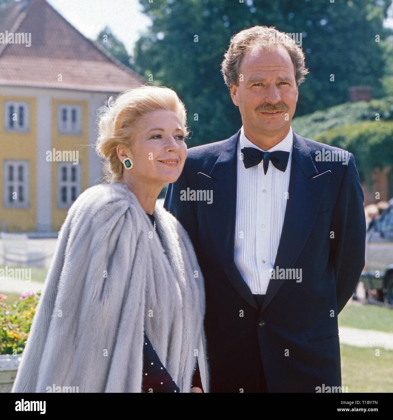 Das Erbe der Guldenburgs, Fernsehserie, Deutschland 1986 - 1988, Folge: 'Der berühmte Gast', Darsteller: Christiane Hörbiger, Friedrich von Thun - Stock Image