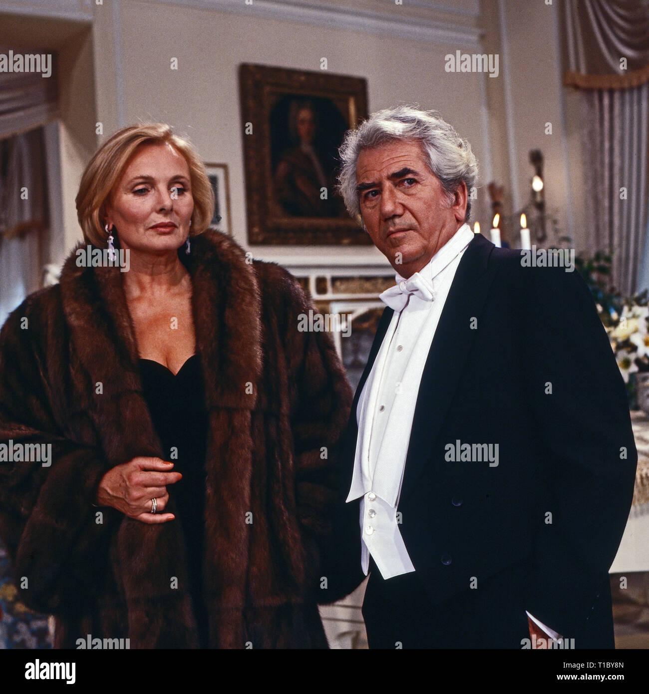 Das Erbe der Guldenburgs, Fernsehserie, Deutschland 1986 - 1988, Folge: 'Der berühmte Gast', Darsteller: Ruth Maria Kubitschek Daniel Gelin - Stock Image