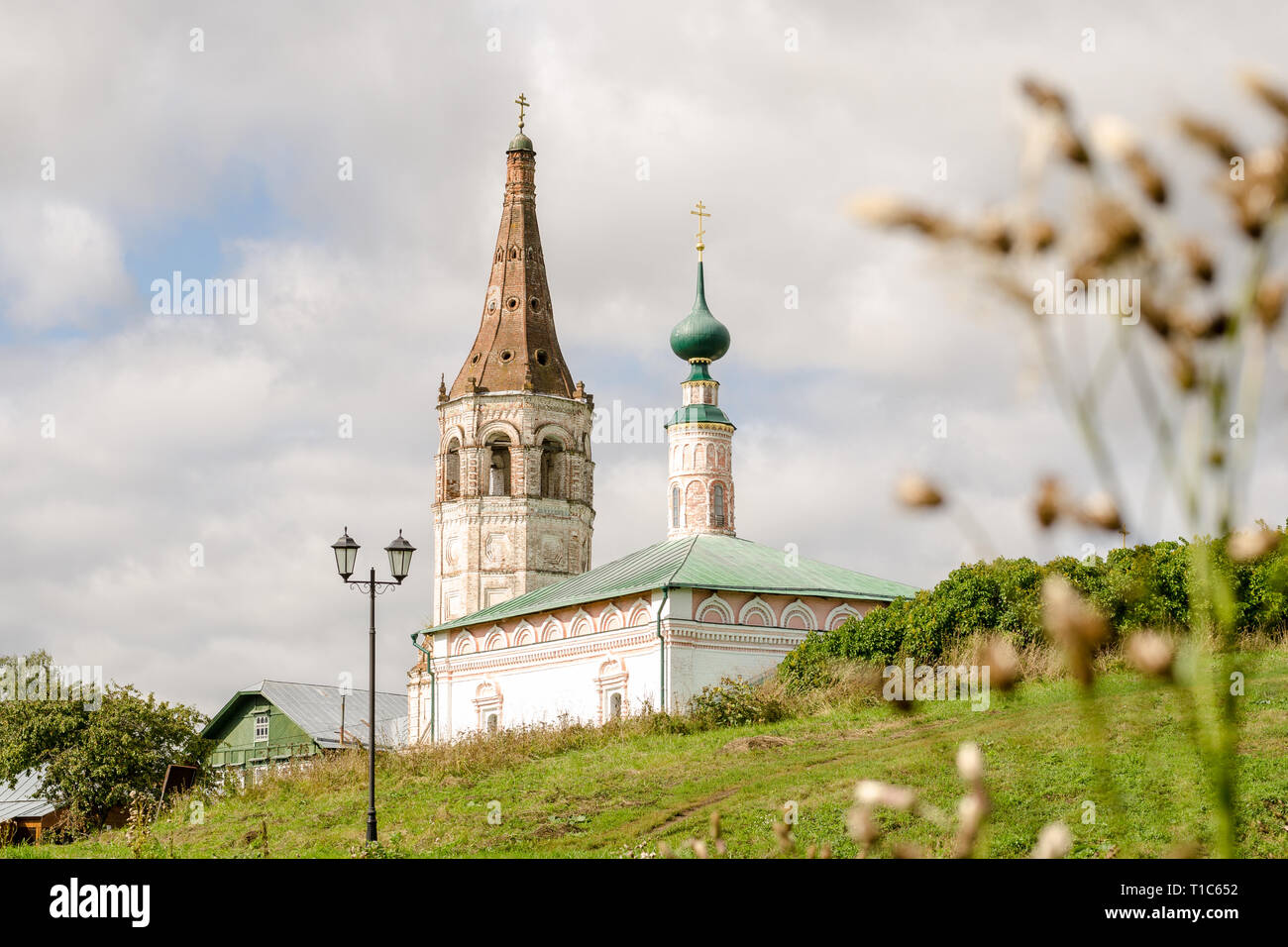 The Orthodox Church and bell tower in Suzdal - Stock Image
