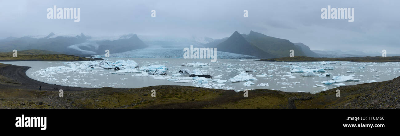 Wide panoramic view of icebergs in Glacier Lagoon, Iceland - Stock Image