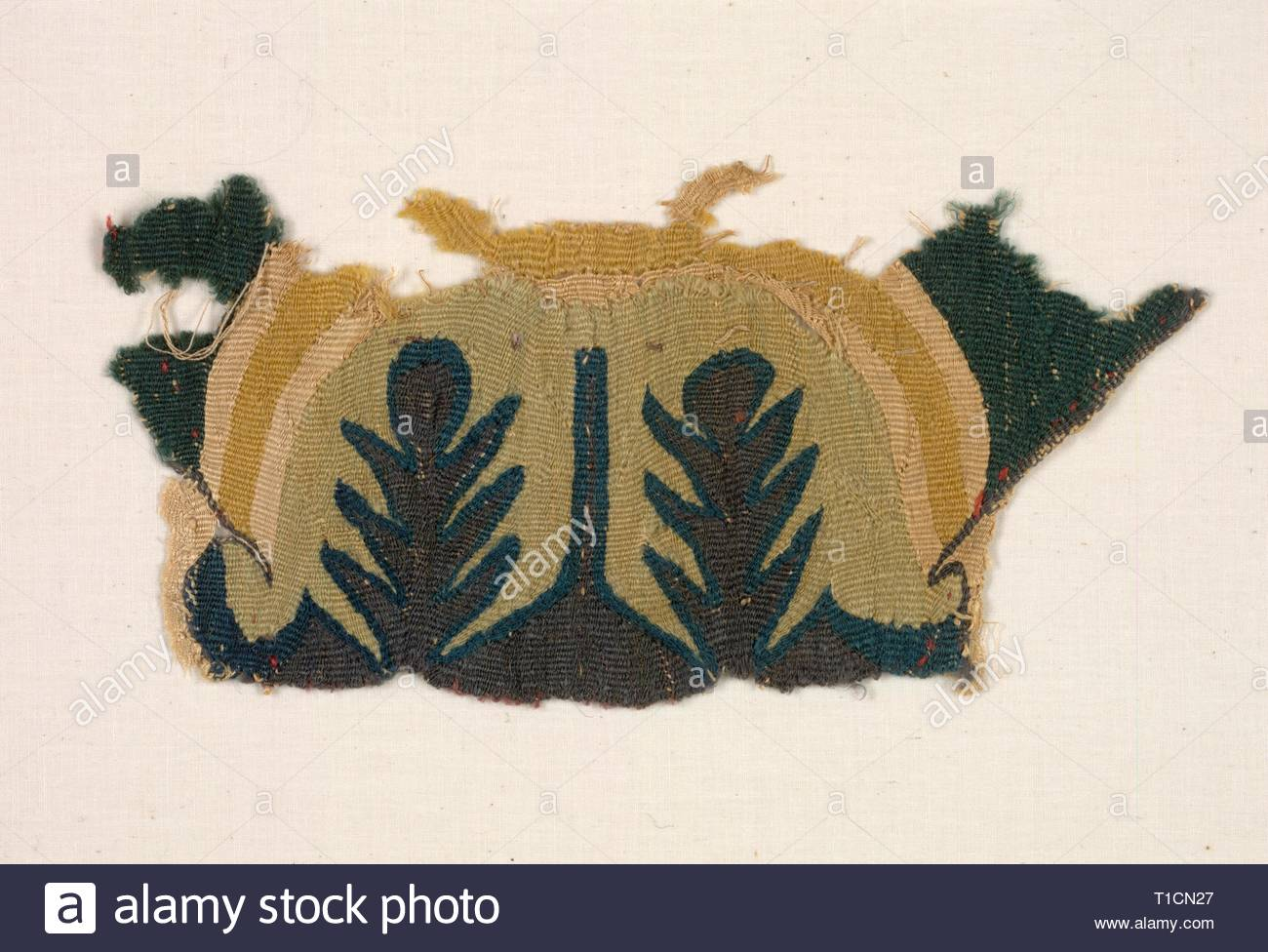 Fragment with Abstracted Leaves, 500s. Egypt, Byzantine period, 6th century. Tabby weave with inwoven tapestry ornament, linen and wool; overall: 22.3 x 10.2 cm (8 3/4 x 4 in.). - Stock Image
