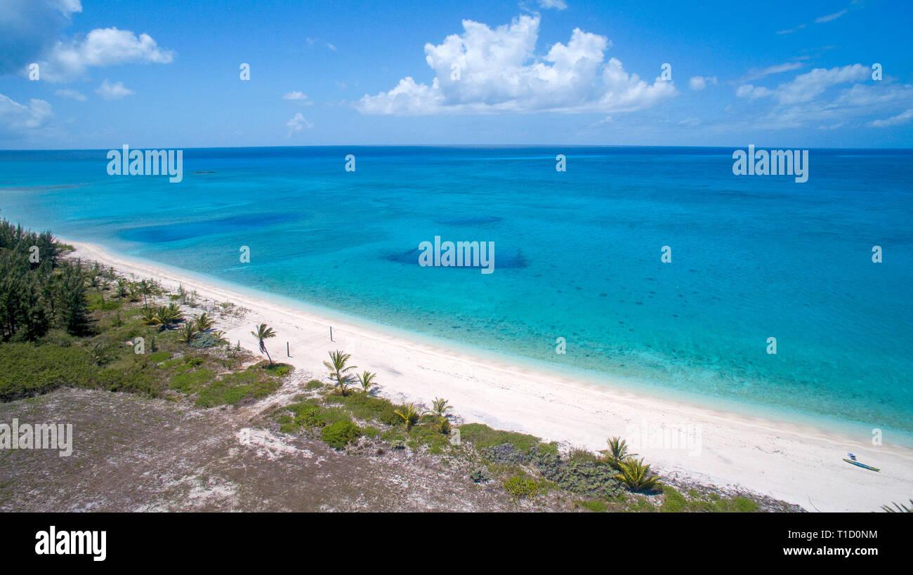 Luftaufnahme, Strand bei Cape Eleuthera, Eleuthera, Bahamas | Aerial view, beach of Cape  Eleuthera island, Bahamas, Atlantic ocean, Caribbean - Stock Image