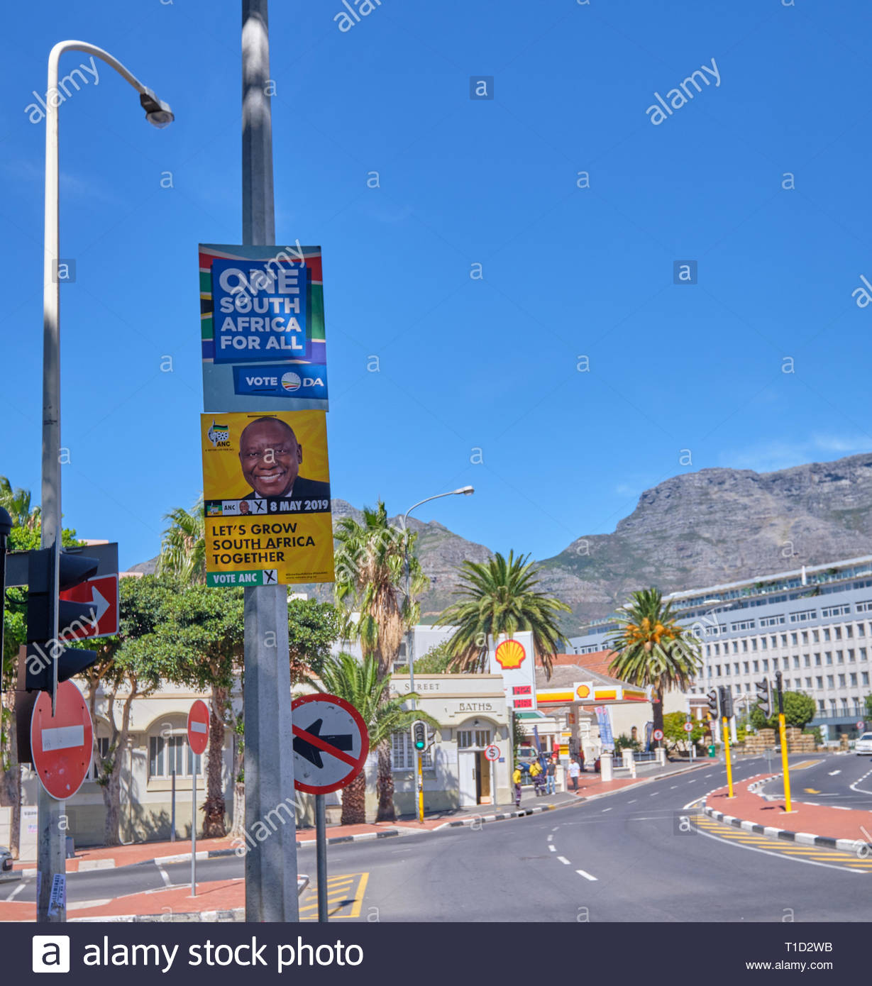 South African election poster for the May 2019 election for the Democratic Alliance and the ANC in Cape Town - Stock Image