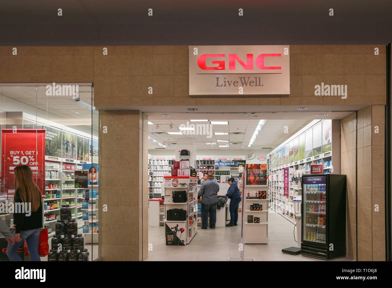 Gnc Store Storefront Stock Photos & Gnc Store Storefront