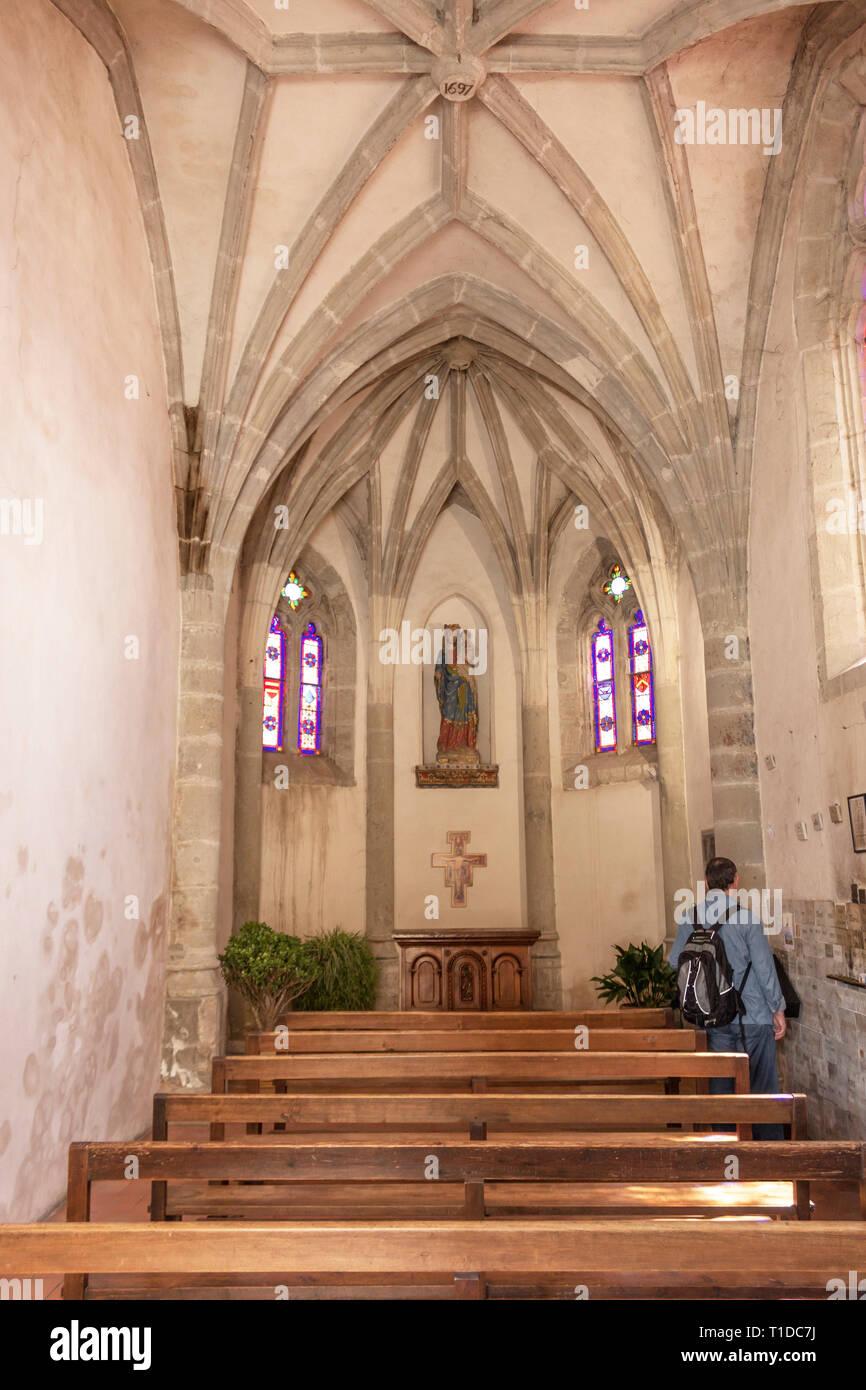 Chapelle Notre Dame de la Santé, Carcasonne, Aude, Occitanie, France.  A small chapel situated at the entrance to the Pont Vieux crossing the Aude riv - Stock Image