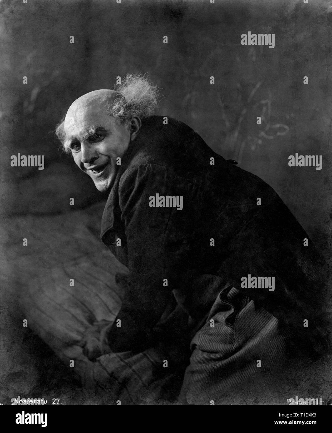 NOSFERATU Eine Symphonie des Grauens 1922 director F.W.MURNAU Alexander GRANACH as Knock / Renfield German Weimar Cinema Deutschland Jofa-Atelier Berlin-Johanissthal / Prana-Film GmbH - Stock Image