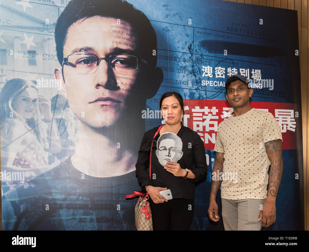 FILE IMAGE: HONG KONG,HONG KONG SAR,CHINA. Refugee Vanessa Mae Rodel (L) and Ajith Puspa  and  join the audience at the Hong Kong Premiere of the Oliv - Stock Image