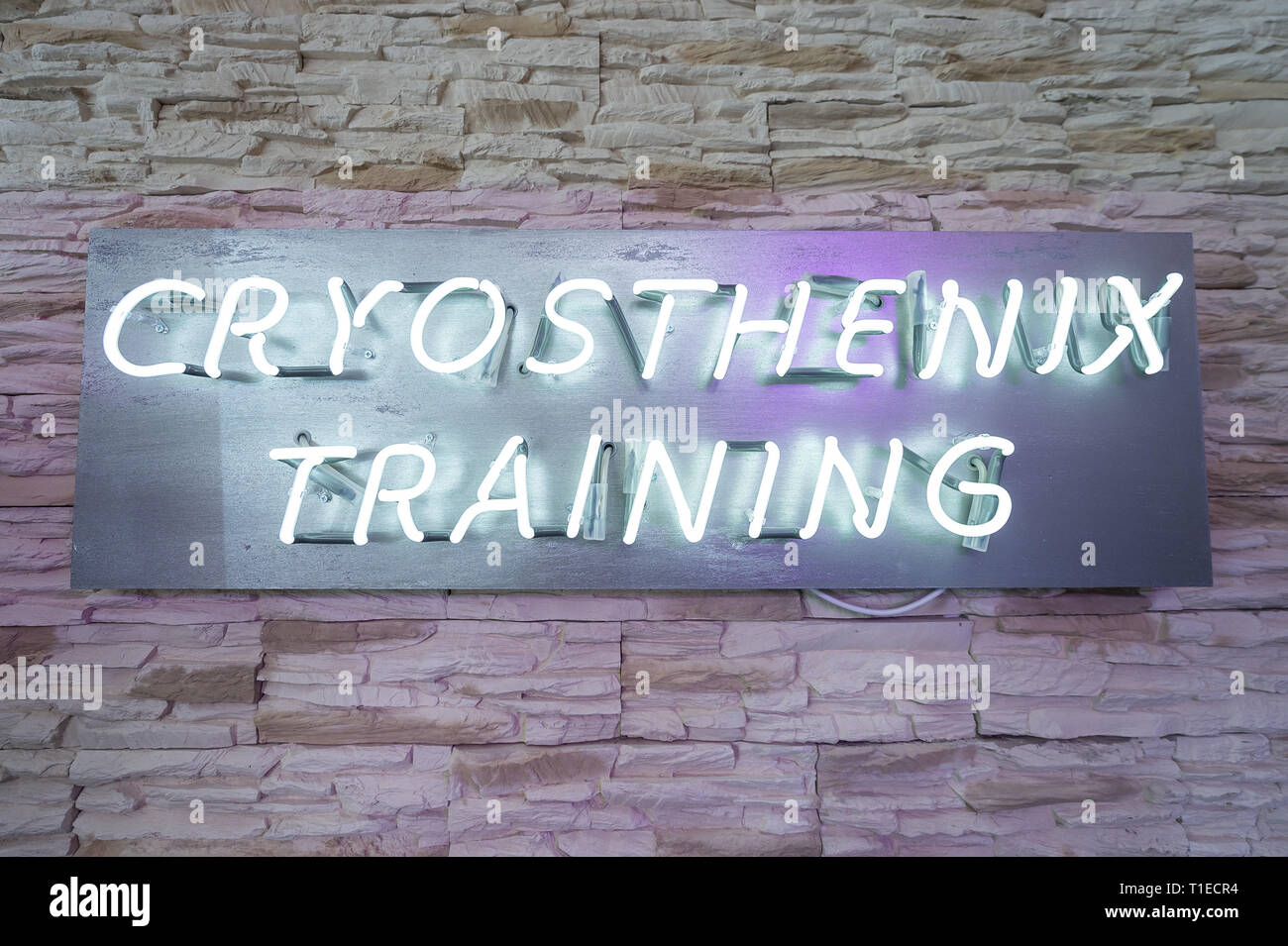 """26 February 2019, Hessen, Frankfurt/Main: The lettering """"Cryosthenix Training"""" hangs in the """"Kälteclub Frankfurt"""" next to the cold chamber. The applications with extreme cold should trigger according to data of the offerers the so-called Afterburn effect, which increases the body-own calorie burn and is to help with removing. But the immune system is also to be strengthened and the rehabilitation phases, for example after operations, shortened. (to dpa """"From Cold Club to Hot Yoga - Business with Weight Loss Promise hums"""" from 26.03.2019) Photo: Silas Stein/dpa Stock Photo"""