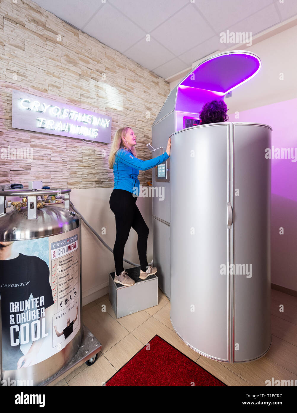 "26 February 2019, Hessen, Frankfurt/Main: Renate Süssenguth, head of the refrigeration club Frankfurt, starts a training at the refrigeration chamber on a touch display. The applications with extreme cold should trigger according to data of the offerers the so-called Afterburn effect, which increases the body-own calorie burn and is to help with removing. But the immune system is also to be strengthened and the rehabilitation phases, for example after operations, shortened. (to dpa ""From Cold Club to Hot Yoga - Business with Weight Loss Promise hums"" from 26.03.2019) Photo: Silas Stein/dpa Stock Photo"