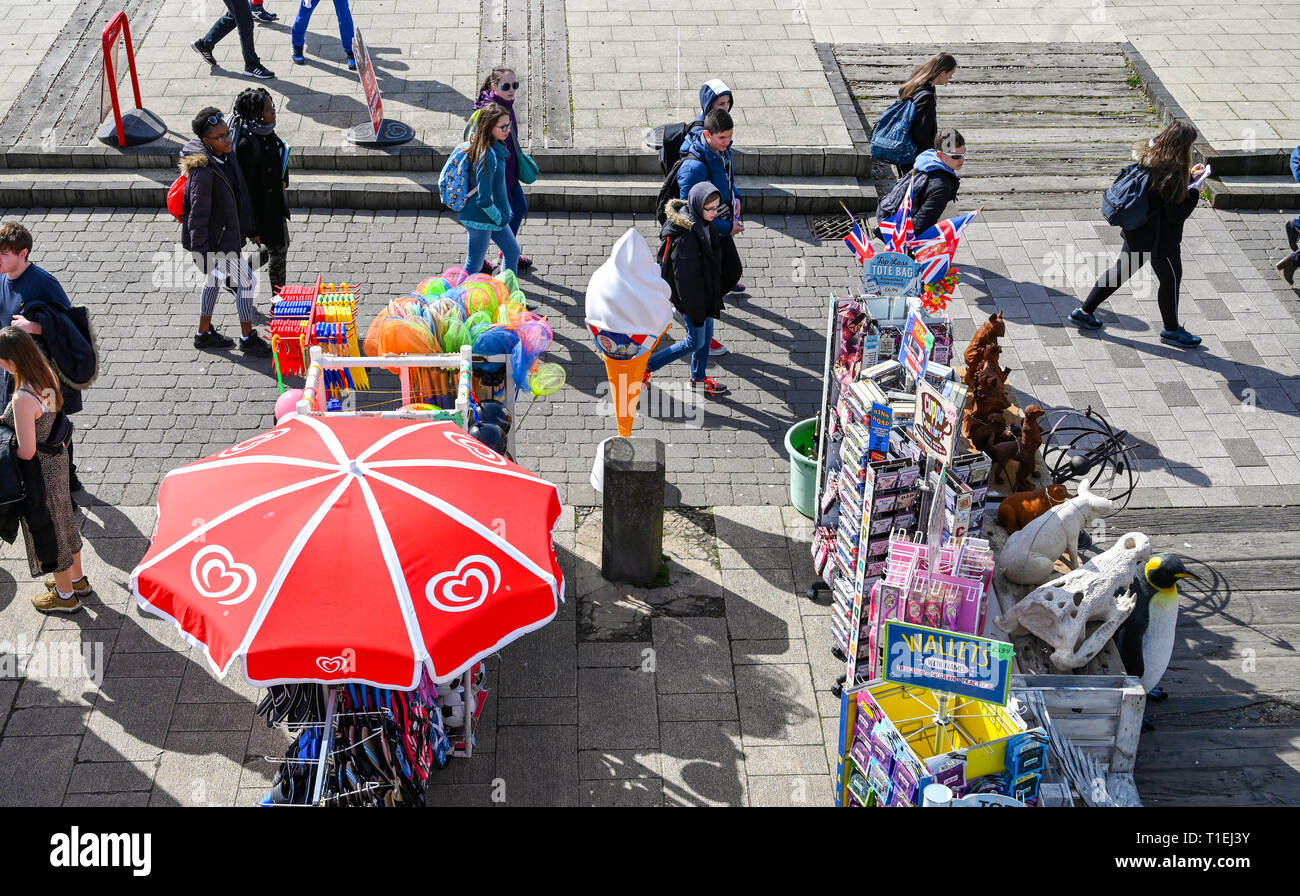 Brighton, UK. 26th Mar, 2019. Visitors enjoy a stroll along Brighton seafront on a lovely sunny day as the weather is forecast to be warm and sunny throughout Britain over the next few days Credit: Simon Dack/Alamy Live News - Stock Image