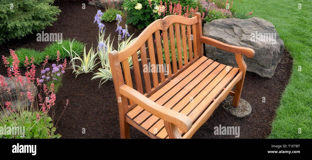 Bench in Adlemans Peony Garden. Salem, Oregon - Stock Image