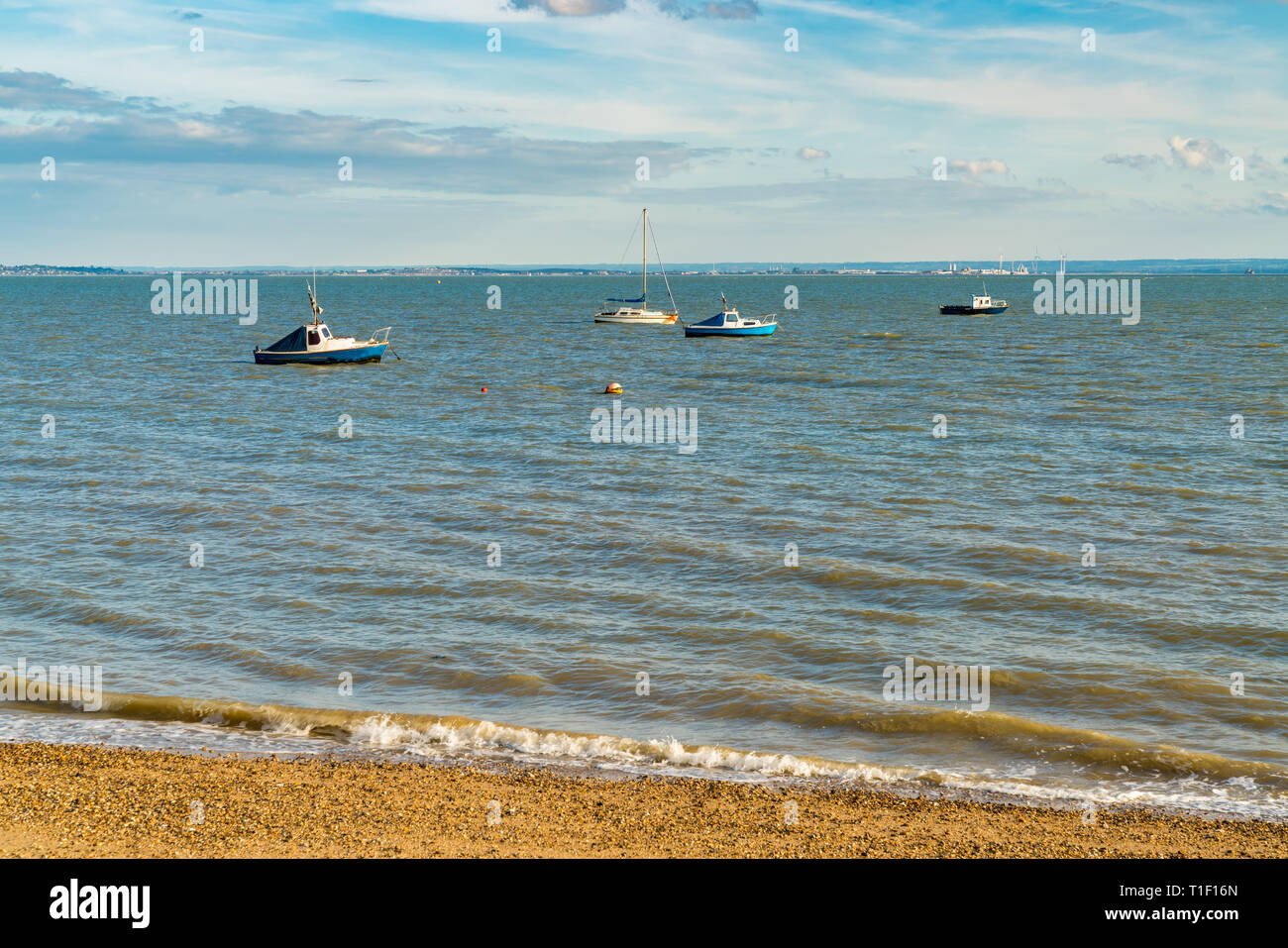 Boats on the shore of the River Thames, seen in Southend-on-Sea, Essex, England, UK - Stock Image