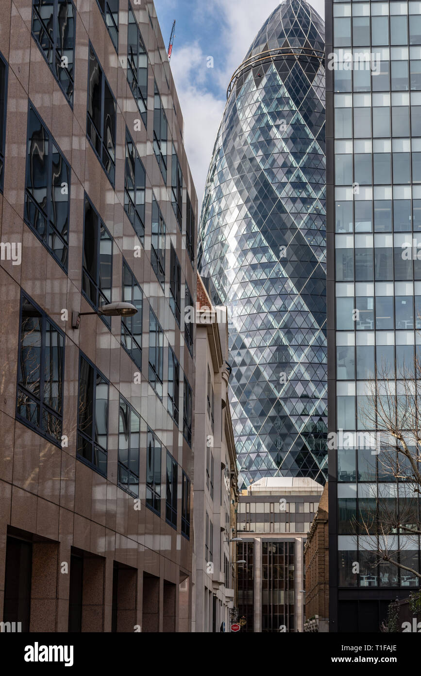 The 'Gherkin' dominates the end of Mitre St in the City of London - Stock Image