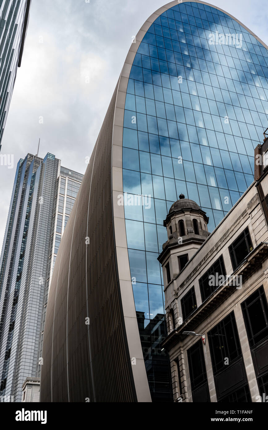 Contrasting styles: the Heron Tower, 'Can of Ham' and more classical architecture of Bevis Marks in the City. - Stock Image