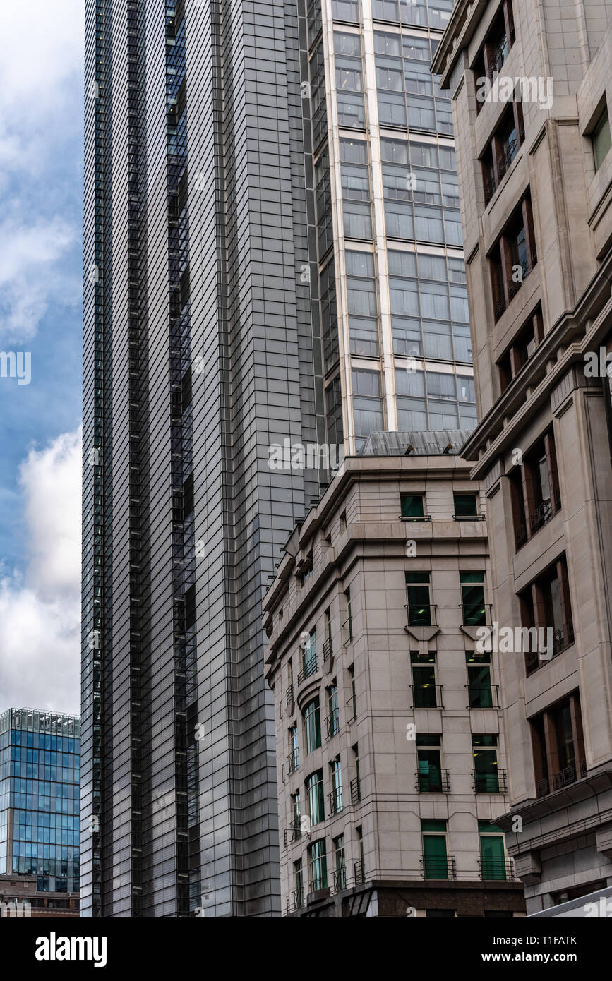 The Heron Tower dwarfs neighbouring buildings in the City of London - Stock Image