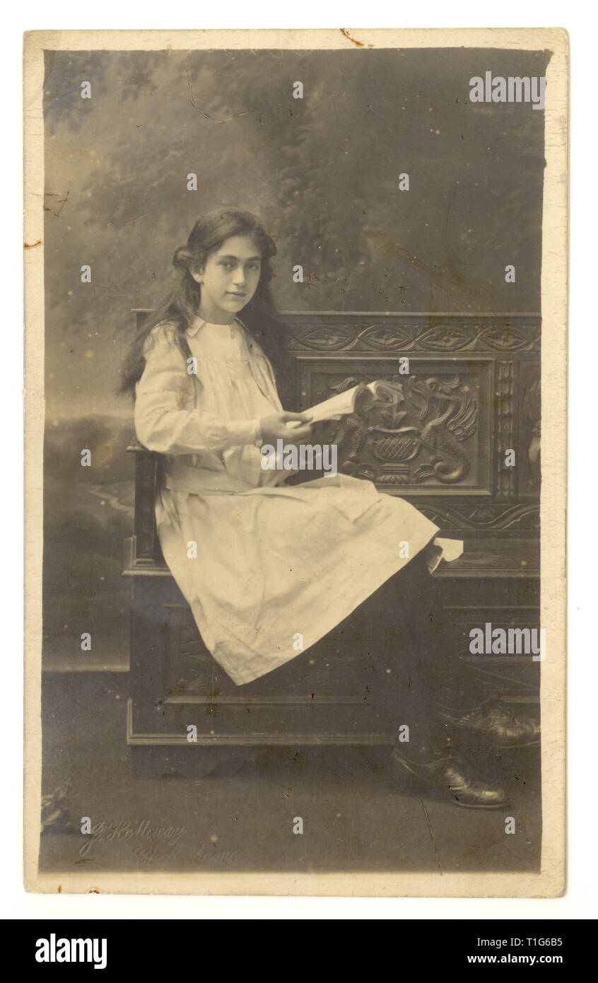 Edwardian studo portrait of pretty young girl, teenage years, from studios of J. Holloway, 32 Cambray Place, Cheltenham, Gloucester, U.K. circa 1910-1914 Stock Photo