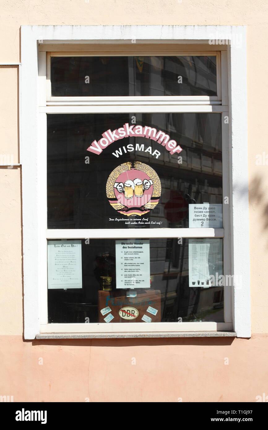 Window of the old GDR pub Volkskammer Wismar, old town, Wismar, Mecklenburg-Vorpommern, Germany, Europe I Fenster der alten DDR Kneipe Volkskammer Wis - Stock Image