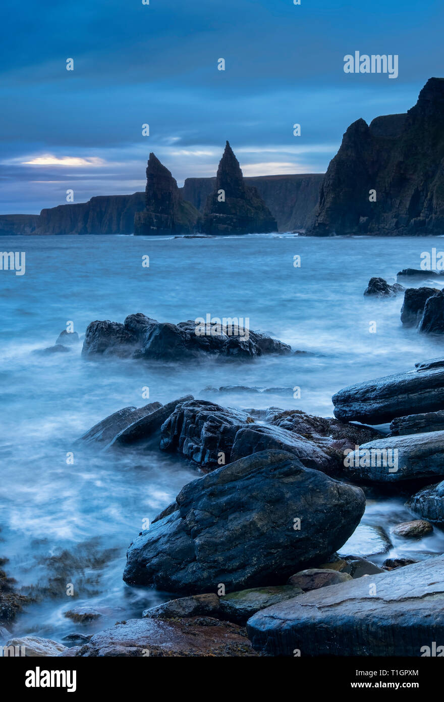 Duncansby Head and Sea Stacks at dawn, Caithness, Scottish Highlands, Scotland, UK - Stock Image