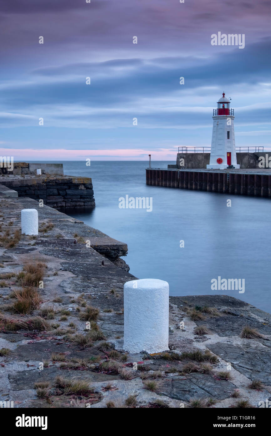 Lybster Lighthouse and Quayside at sunset, Lybster Harbour, Caithness, Northern Scotland, UK - Stock Image