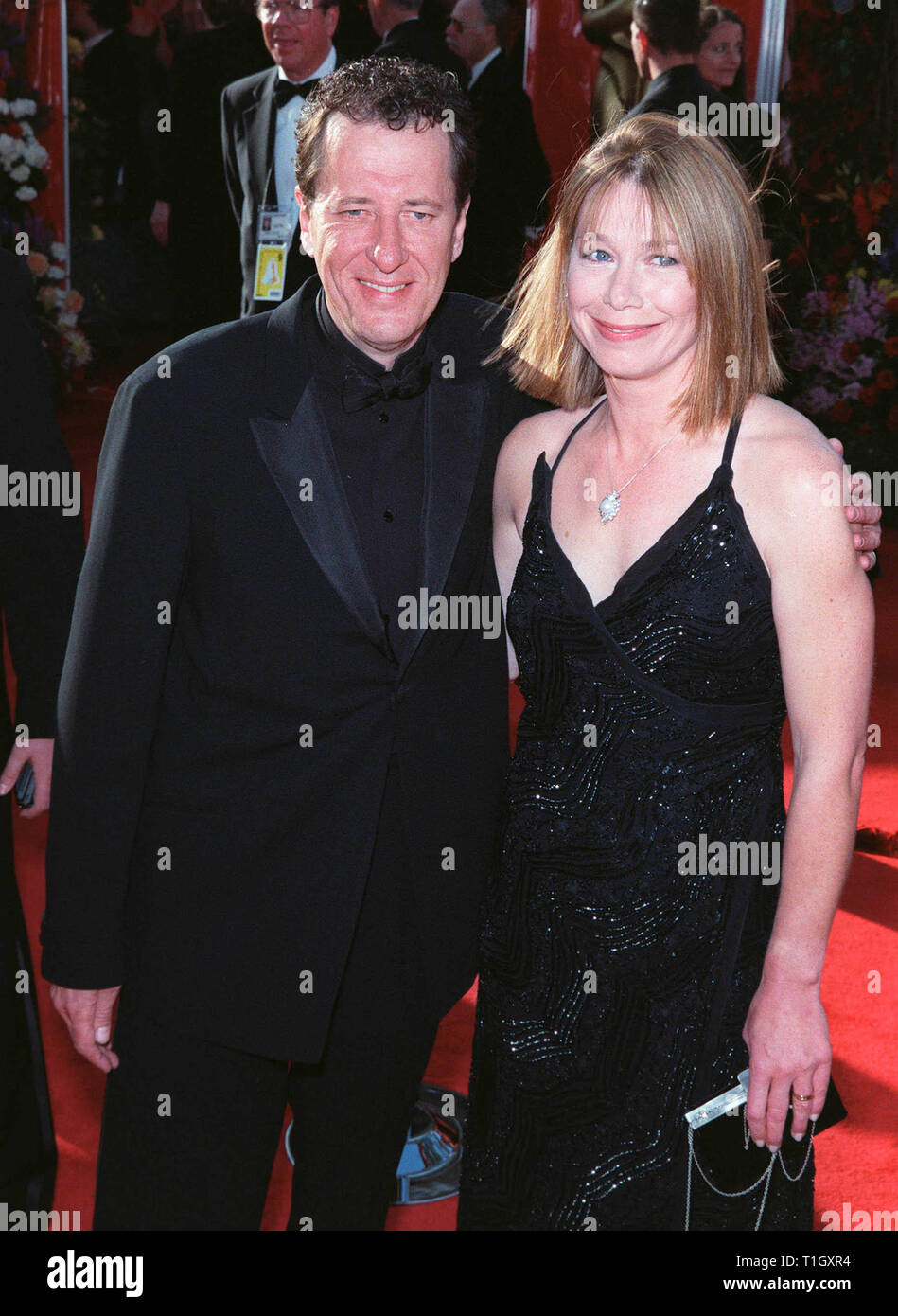 LOS ANGELES, CA - March 22, 1999:  Actor GEOFFREY RUSH & wife at the 71st Academy Awards. © Paul Smith / Featureflash - Stock Image