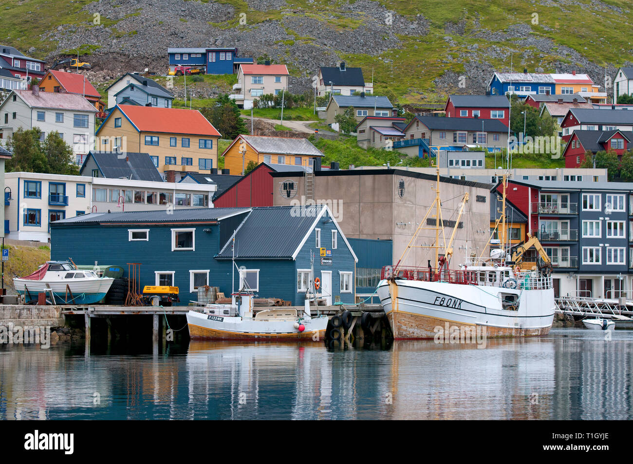 Boats and coloured buildings in Honningsvag, Magerøya Island, County Finnmark, Norway - Stock Image