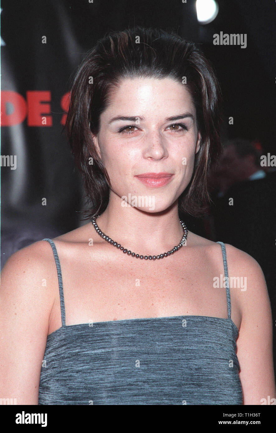 LOS ANGELES, CA. July 13, 1999:  Actress NEVE CAMPBELL at the world premiere, in Los Angeles, of  'Eyes Wide Shut'. © Paul Smith / Featureflash - Stock Image