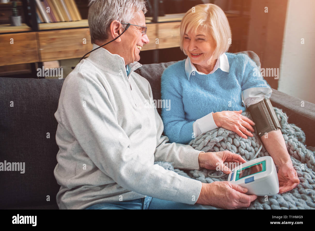 A picutre of happy old couple that like to be together. THe woma - Stock Image