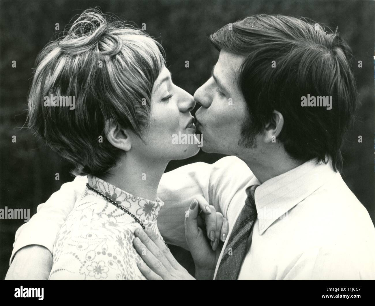 people, couples, lovers / romanticism, couple kissing each other, 1970s, Additional-Rights-Clearance-Info-Not-Available - Stock Image