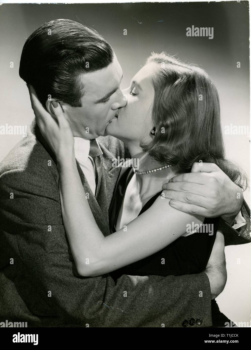 people, couples, lovers / romanticism, couple kissing each other, 1950s, Additional-Rights-Clearance-Info-Not-Available - Stock Image