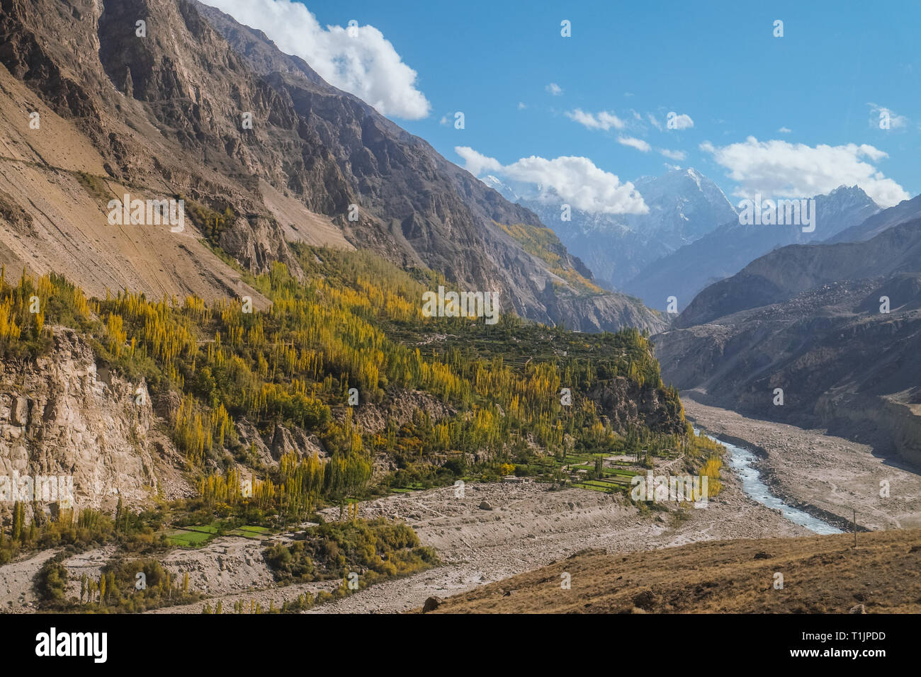Landscape view of mountains and Hunza river in autumn. View from Karakoram highway, Gilgit Baltistan. Hunza valley, Pakistan. - Stock Image