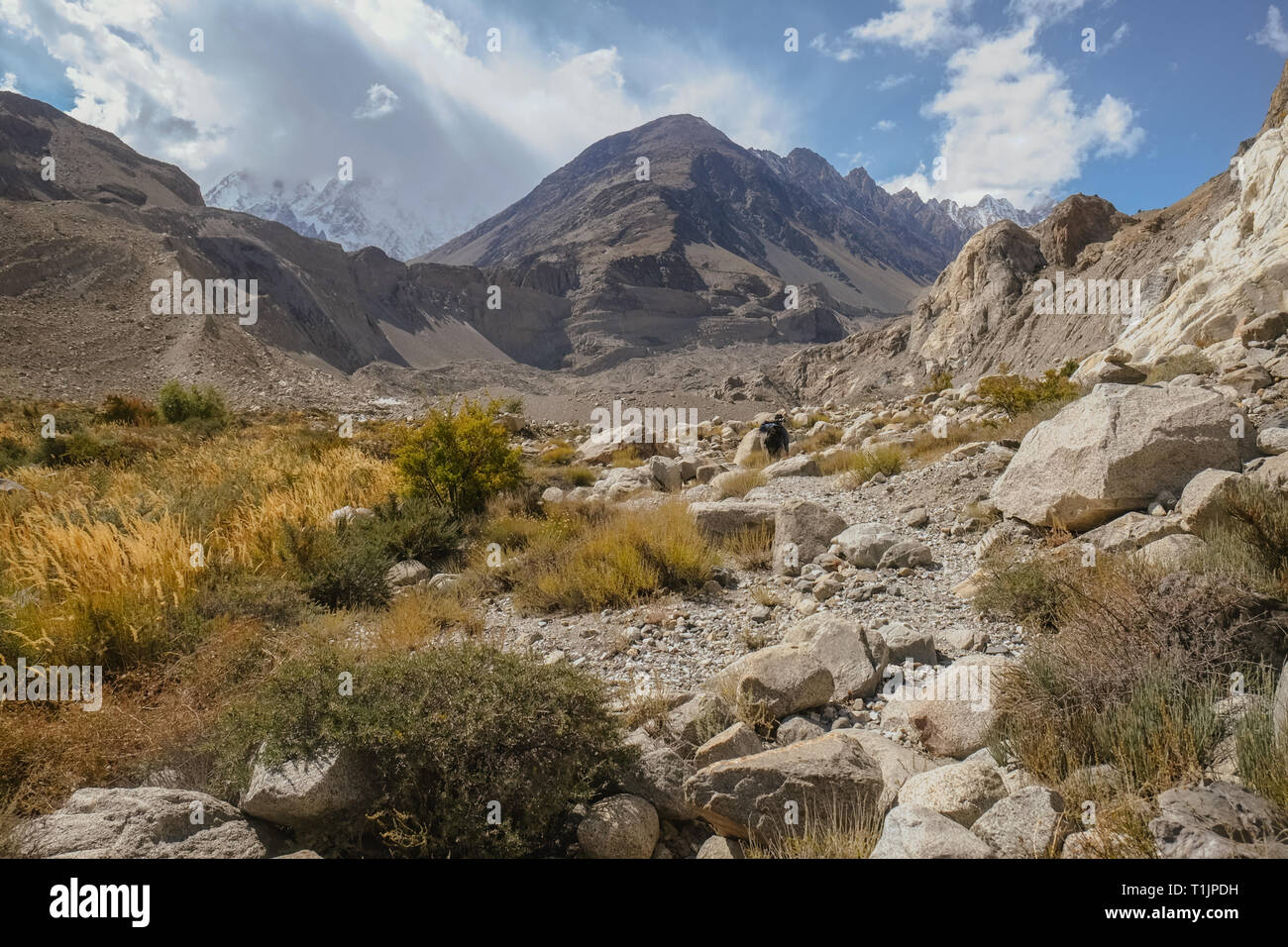 Landscape view of wilderness area in Passu trekking trail surrounded by mountains. Gojal Upper Hunza. Gilgit Baltistan, Pakistan. Stock Photo