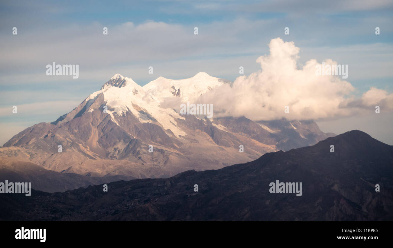 Cityscape of La Paz, Bolivia with Illimani Mountain rising in the background. The Andes - Stock Image