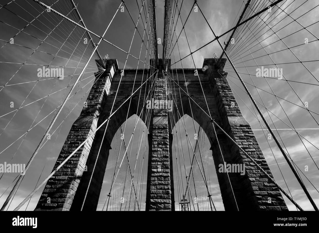 Brooklyn bridge on a cloudy day - Stock Image