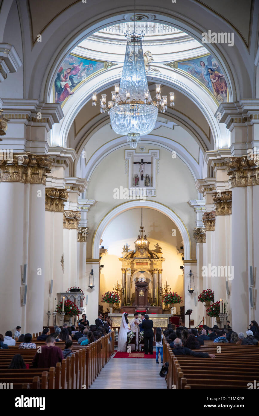 A Catholic wedding ceremony in the Metrop[olitan Cathedral of Bogota - Stock Image