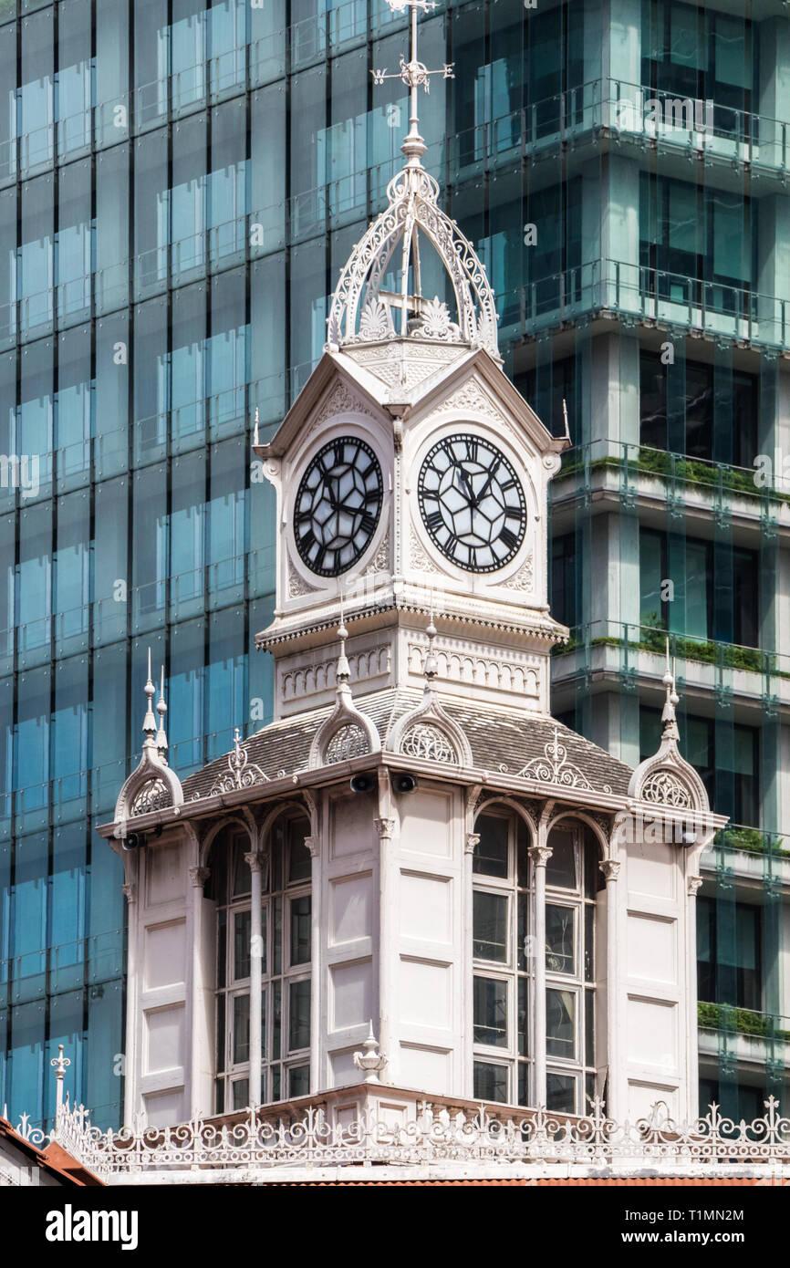 Clock tower on Lau Pa Sat hawker centre, Telok Ayer market, Singapore - Stock Image