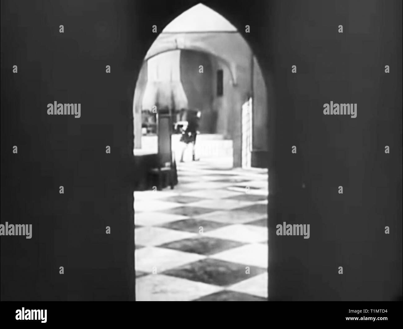 Nosferatu 1922 movie starring Max Schreck directed by F W
