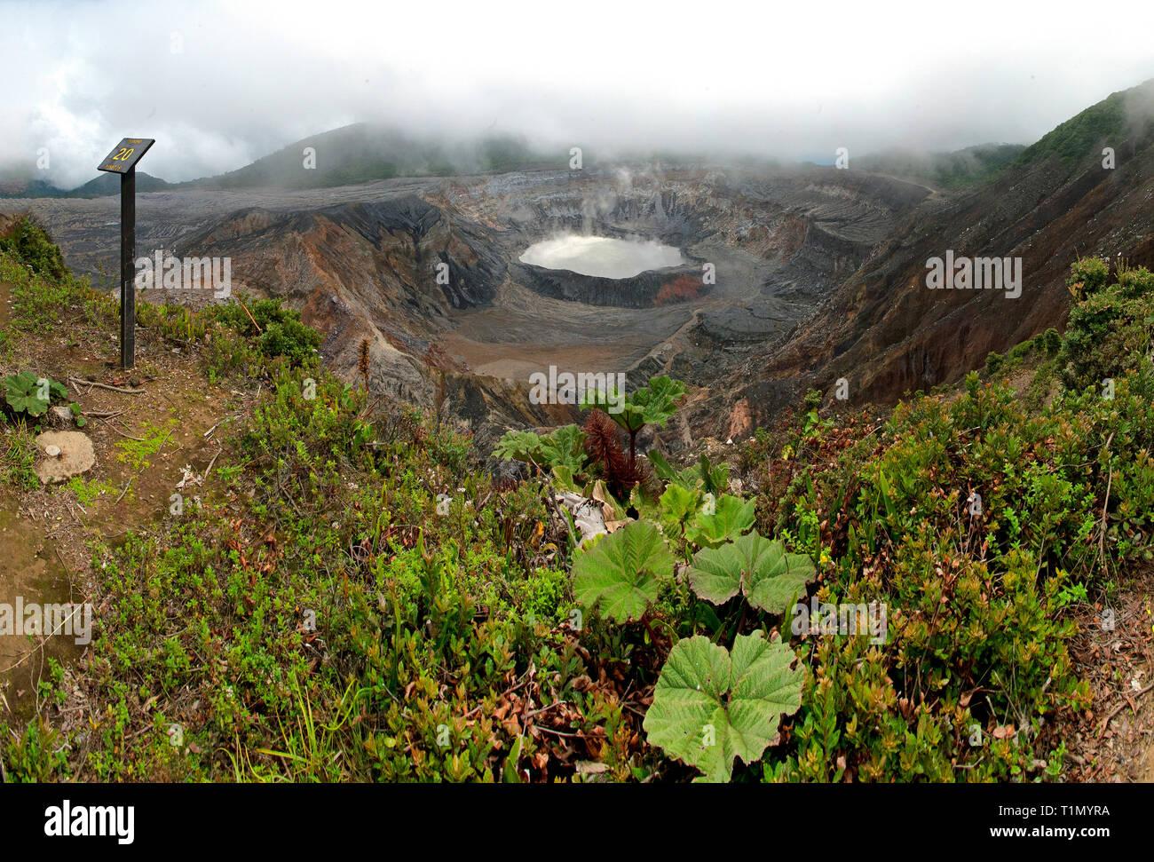 Crater and lake of Poas Volcano, Parque Nacional Volcán Poás, Costa Rica - Stock Image