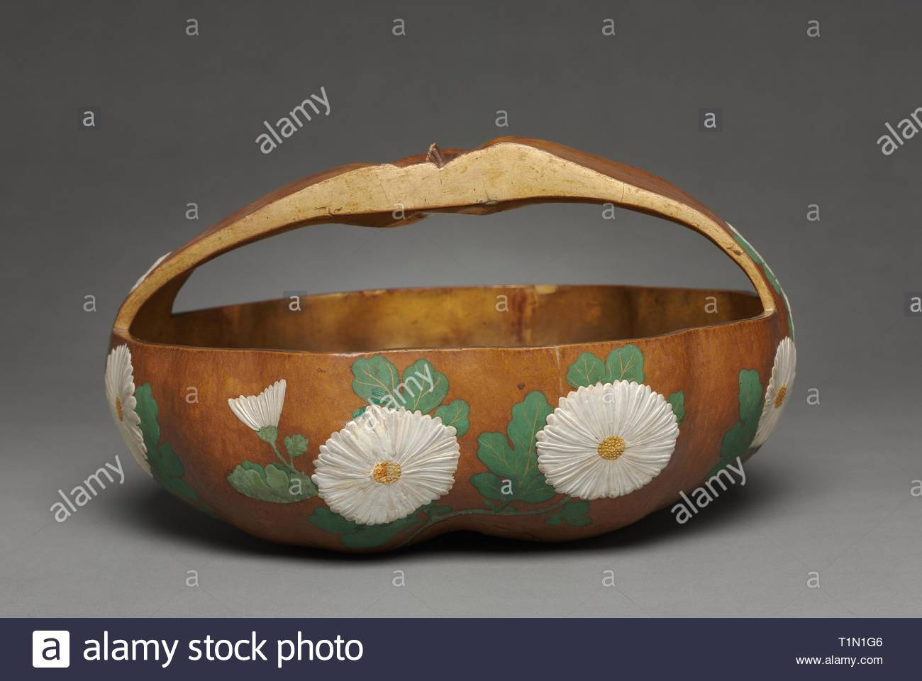 Gourd Basket with Chrysanthemum Design, 1700s. Attributed to Ogata Korin (Japanese, 1658-1716). Gourd; lacquered and painted with gesso, color, and gold pigments; overall: 16 x 30.2 cm (6 5/16 x 11 7/8 in.). - Stock Image