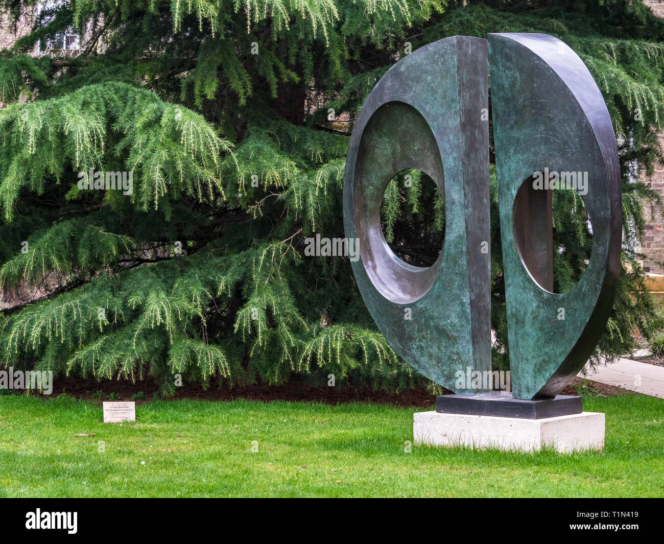 Barbara Hepworth Sculpture Two Forms (Divided Circle) by British sculptor Dame Barbara Hepworth (1903-75) in the grounds of Downing College Cambridge - Stock Image