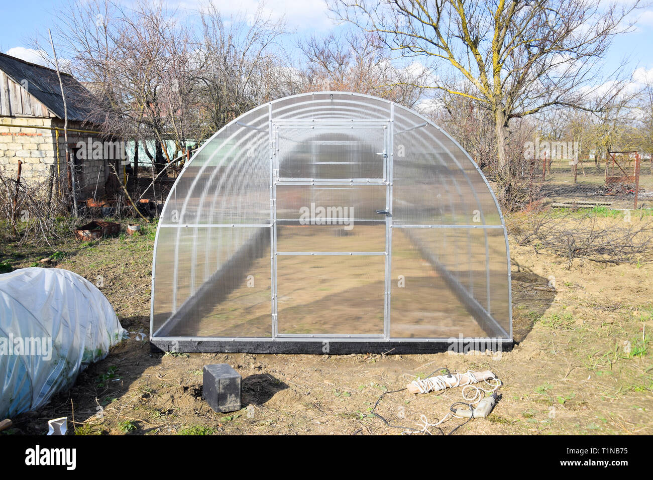 Installation of polycarbonate greenhouses  Greenhouse for the home