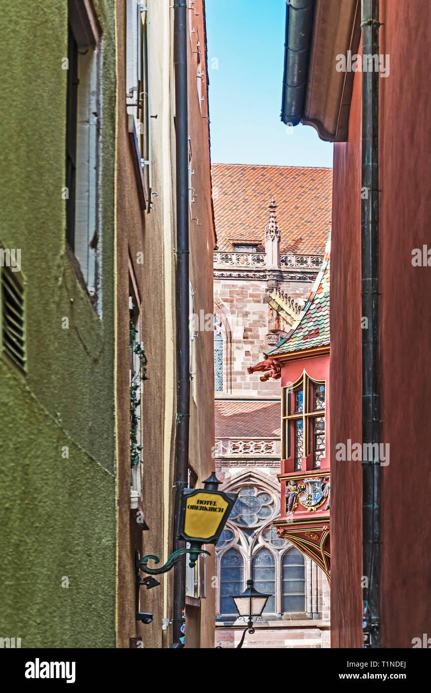 Freiburg (Germany): small passage, leading to the Münster; enge Passage, die zum Münsterplatz führt Stock Photo