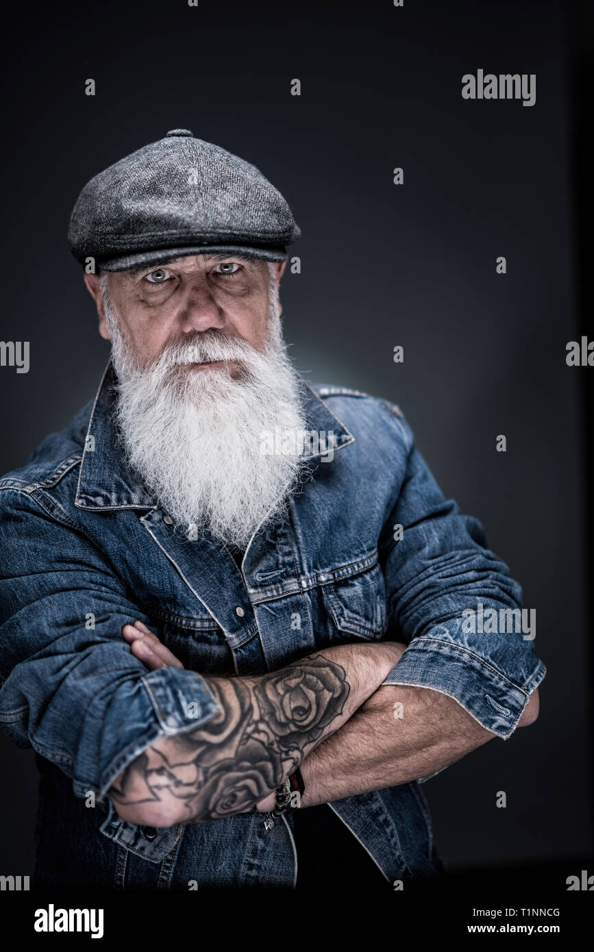b795edd47e998 studio portrait of a senior hipster with a long white beard - Stock Image