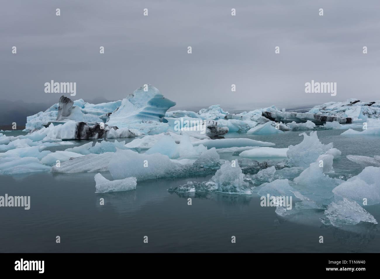 Iceland, Jokulsarlon lagoon, Beautiful cold landscape picture of icelandic glacier lagoon bay - Stock Image