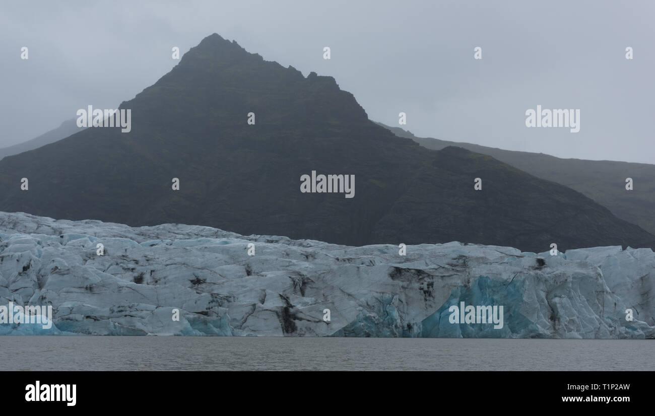 Scenic view of icebergs in Glacier Lagoon, Iceland. - Stock Image