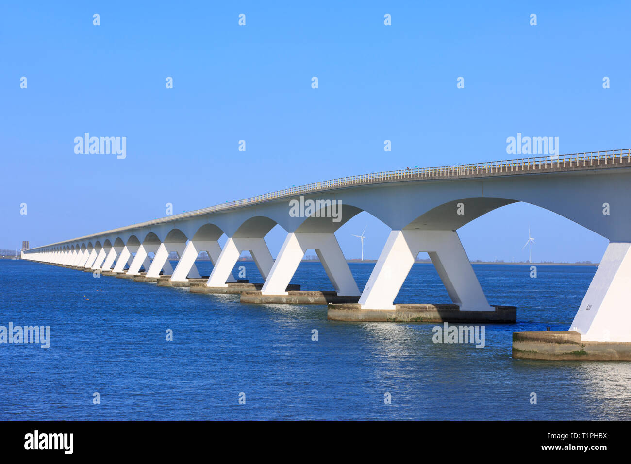 The 5,022 m (3.1 mi) long Zeeland Bridge (Zeelandbrug) near Colijnsplaat (Zeeland), Netherlands on a beautiful spring day - Stock Image